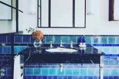 x-bath-blue-tiles-screen1